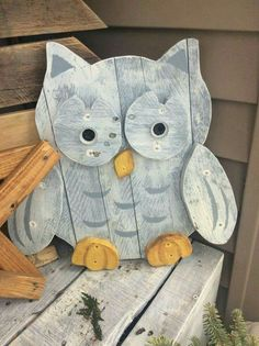 Pallet snow owl - Crafts All Over Kids Woodworking Projects, Woodworking Furniture Plans, Wooden Projects, Wooden Crafts, Craft Projects, Diy Woodworking, Wooden Owl, Project Ideas, Pallet Projects