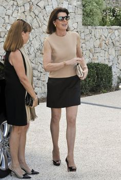 The old babe on the right is Mrs Patrick, my college English teacher. She loves to fuck… I must have filled her tight old pussy with my warm boy cum at least 50 times this semester. Andrea Casiraghi, Charlotte Casiraghi, Mature Fashion, Fashion Over 50, Grace Kelly, Albert Von Monaco, Kate Middleton Outfits, Style Royal, Outfits