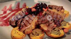 Degustando el Magret de Pato que podrás encontrar en el hotel restaurante Miramar en Boiro, A Coruña; muy cerca de la playa.