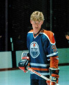 ff628fd89 A very young Wayne Gretzky with his Titan hockey stick. Nhl Players