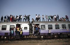 Passengers travel on an overcrowded train on the outskirts of New Delhi, India February 26, 2015. REUTERS/Ahmad Masood