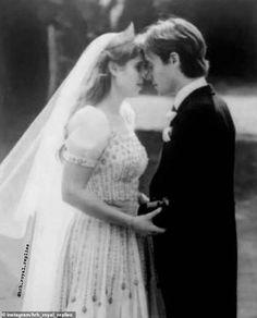Princess Beatrice Wedding, Princess Eugenie, Princess Of Wales, Princess Diana, Royal Wedding Gowns, Royal Weddings, Wedding Dresses, Prince William And Kate, Prince Harry And Meghan