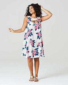 Update your summer wardrobe with this gorgeous swing dress, with no tricky fastenings and featuring cut-out detailing to the front. Pair with sandals for the perfect summertime day dress. Plus Size Jeans, Trendy Tops, Classy And Fabulous, Fashion Outlet, Print And Cut, Summer Wardrobe, Swing Dress, Day Dresses, Plus Size Fashion