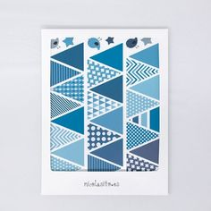 Banderines azules - Vinilos Reutilizables Banderines Azules - Nicolasito.es Office Supplies, Company Logo, Mayo, Ideas, Products, Decorate Walls, Wood Plane, Blue Fabric, Carton Box