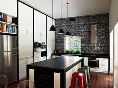What a wonderful kitchen design! Love that back-splash!   Photo Credit: http://www.interiordev.com/
