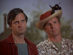 Hawkeye and Trapper Mash Characters, Wayne Rogers, Mash 4077, Hogans Heroes, Alan Alda, Old Shows, Comedy Tv, Great Tv Shows, Vintage Tv
