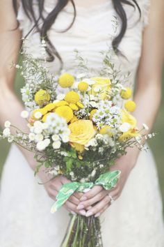 love the yellow! :: billy button, yellow rose, and white aster wedding bouquet // photo by Christian Cruz