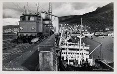 Nordland fylke Narvik Malmkaien med tog og lastebåt Utg Narviks Bokhandel