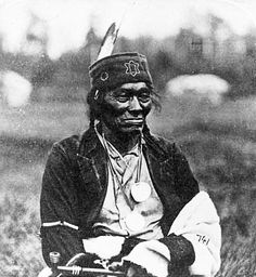 O-ge-mah-o-cha-wub (Mountain Chief), chief of Leech Lake Ojibways, ca. Native American Pictures, Native American Beauty, Native American Tribes, Native American History, American History Lessons, Us History, Teaching History, History Education, Minnesota Historical Society