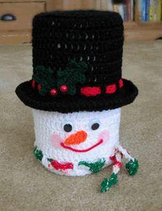 Crochet pattern for a Christmas snowman bath tissue cover Crochet Kitchen, Crochet Home, Crochet Gifts, Diy Crochet, Crochet Snowman, Christmas Crochet Patterns, Holiday Crochet, Crochet Toilet Roll Cover, Yarn Crafts