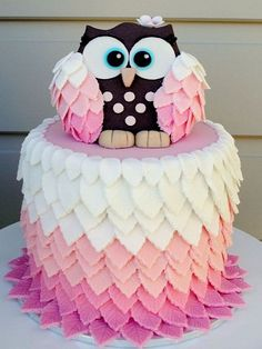 Adorable Owl Cake! We love it's gorgeous puffy feathers! ‪#‎Owlcake‬ ‪#‎Cakeideas‬ ‪#‎Partyideas‬ ‪#‎Etsy‬ http://www.yuyapaperie.etsy.com