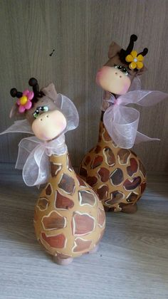 Decorative Gourds, Hand Painted Gourds, Diy Arts And Crafts, Fun Crafts, Paper Crafts, Diy For Kids, Crafts For Kids, Cow Ornaments, Paper Mache Projects