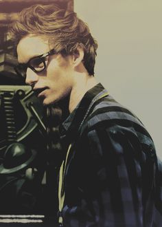 Even if he wear glasses stay handsome... I love him