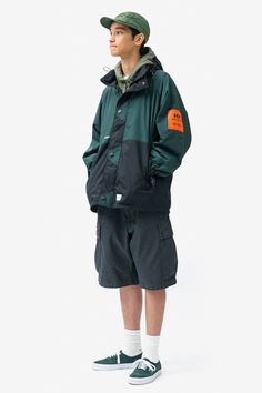 WTAPS Refines Military & Workwear Inspirations for From oversized field jackets to elongated parkas. Mode Masculine, Ulzzang Girl Fashion, Fashion Poses, Fashion Outfits, Cool Outfits, Casual Outfits, Pose Reference Photo, Look Man, Human Poses
