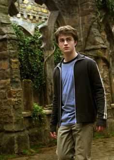 Rupert Grint, Daniel Radcliffe, and Emma Watson in Harry Potter and the Prisoner of Azkaban Daniel Radcliffe Harry Potter, Harry James Potter, Mundo Harry Potter, Harry Potter Cast, Harry Potter Characters, Harry Potter Fandom, Harry Potter World, Hogwarts, Slytherin