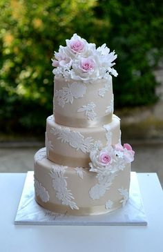 Lace wedding cake - Cake by majalaska
