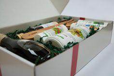 """Alles, was es für eine mediterrane #Salatsauce braucht im #Nahirn #Geschenkset """"Genuss aus dem Süden"""":  - Salat-Mix 300 g - Streuer Italy-Mix 30 g - Kräuter-Meersalz 80 g - Südhang Apfelbalsamico 250 ml - Olivenöl extra vergine 300 ml - Olivenholz Salatbesteck  Mehr dazu: http://www.nahrin.ch/de/kuechenprodukte/set-genuss-aus-dem-sueden"""
