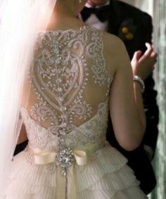 Vestido de noiva com as Costas toda trabalhada!