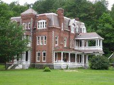 Google Image Result for http://media-cdn.tripadvisor.com/media/photo-s/01/d7/56/74/the-graves-mansion.jpg
