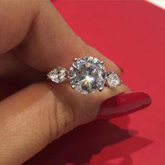 Three stone stunner by @danhovjewelry #diamond #engagementring #luxuryprive