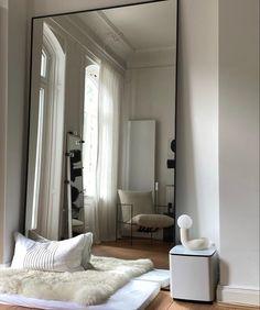 Bedroom Furniture Design, Modern Bedroom Design, Apartment Interior Design, Home Interior, Small Room Bedroom, Bedroom Simple, Retro Home Decor, Home Decor Inspiration, Decor Ideas