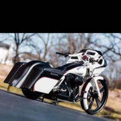 Black n White looks HOT!!!! Custom Harley Bagger