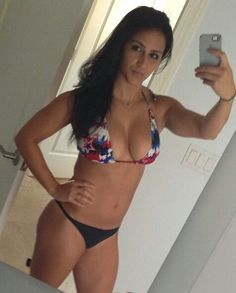 I have no idea why harry would date this bitch ( meghan markle ) ??  She look like an 12years old asian boy with a fucking silicon in his chest -_- ... Personally i will chose louis tomlinson
