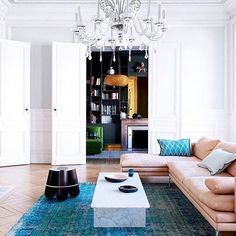 Best Ideas For Modern Interiors Design : – Picture : – Description A classic interior can transcend time through the use of color alone like this home in Bordeaux- amazing, home, interior Classic Interior, Modern Interior Design, Interior And Exterior, Modern Decor, Modern Furniture, Living Spaces, Living Room, Home Trends, Interior Inspiration