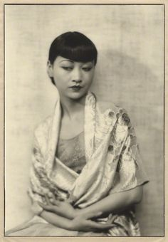 Dorothy Wilding - Anna May Wong, chlorobromide print on card mount, 1929 © William Hustler and Georgina Hustler