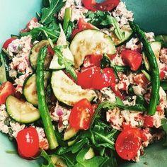 Tonijnsalade met courgette en asperges; een vullende en lekkere salade voor op zomerse dagen. Lekker als lunchsalade of als bijgerecht bij de barbecue.