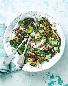This simple courgette salad couldn't be easier to make – just 20 minutes – and marries together that wonderful flavour combination: goat's cheese and honey. Honey Recipes, Veggie Recipes, Healthy Dinner Recipes, Vegetarian Recipes, Cooking Recipes, Veggie Dishes, Easy Recipes, Side Dishes, Goat Cheese Salad