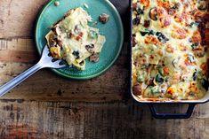 Tijd voor comfort food met deze heerlijke lasagne! Extra romig door zelfgemaakte bechamelsaus en gormas. - Recept - Allerhande I Love Food, Good Food, Pasta, Bechamel, Cauliflower, Food To Make, Meet, Vegetables, Recipes