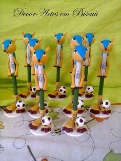 caneta decorada mascotinho  caneta bic revestida, feita manualmente usando o mascote ideal para presentear, decorar Toda feita em biscuit Pedido minimo 5 unidades R$ 15,00