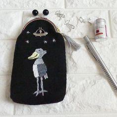 発送しました 刺繍のペンケースがま口 UFOに連れて行かれるハシビロコウ 黒 #minne #ufoabduction  #shoebill  #がま口 #ufo #embroidery #stationary #porch #purse  #handmade #pandafactory #ペンケース #刺繍 #ハシビロコウ