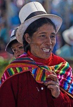 Cusco, Perú - 28 De Mayo De 2011: Mujer Peruana Con Niño Aquí En Un Mercado En Cusco Perú Fotos, Retratos, Imágenes Y Fotografía De Archivo Libres De Derecho. Image 10582109.