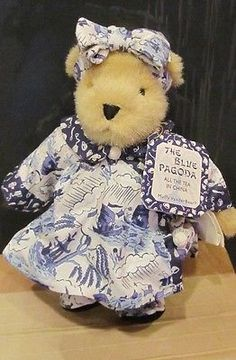 MUFFY-VANDERBEAR-DRESSED-IN-THE-BLUE-PAGODA-ALL-THE-TEA-IN-CHINA-NEW