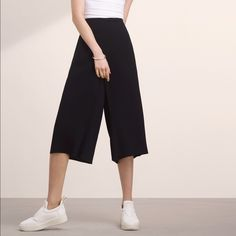 Aritzia black culottes size 0 Perfect never worn black culottes from Aritzia, just a little long for me and look like cropped pants but if you're taller they'll be great! Aritzia Pants