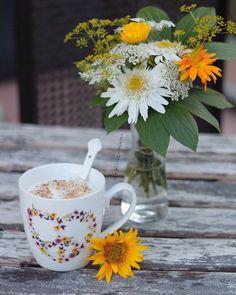 Coffee And Books, Coffee Set, Coffee Time, Coffee Cups, Coffee Flower, Paint Booth, Sweet Coffee, Breakfast Tea, Coffee Photography