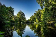 Hier noch ein kleiner Ausschnitt aus meinem Radfahr-Abenteuer gestern. Es wurde langsam Abend und die Sonne ging unter. Ideal für ein paar Fotos ohne dass einem die Hitze direkt auf den Kopf knallt.  #olympuscamera #olympusomd #hildesheim #sundown #kalenbergergraben #nature #trees #lake #outdoor