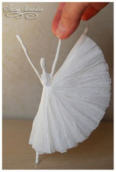 "DIY Napkin Paper Ballerina inspired by Edgar Degas's ""Little Dancer"" - Artisanat de Serviettes de Papier Cute Crafts, Crafts For Kids, Arts And Crafts, Diy Crafts, Upcycled Crafts, Felt Crafts, Paper Dolls, Art Dolls, Fabric Dolls"