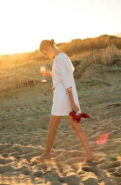 Perfect tunic for wine on the beach