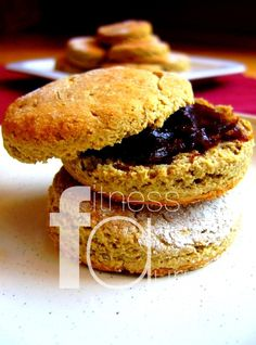 Biscuits z gréckeho jogurtu Salmon Burgers, Ale, Breakfast Recipes, Biscuits, Ethnic Recipes, Fitness, Food, Basket, Crack Crackers