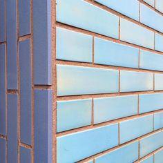 Redeitzstraße :: Carreau de Cologne #carreaudecologne #tilesofcologne #koelschefliesen #fliesen #tiles #carrelage #ihavethisthingwithtiles #tileaddiction #ihaveathingforwalls #köln #kölle #sülz #cologne #visitkoeln #hiddencologne #thisiscologne #koelnergram #365cologne #koelscheecken #liebedeinestadt #kölnarchitektur #colognearchitecture #architecture #facade #texture #minimalism #grid #vscocam #vscogermany #blau by carreau_de_cologne
