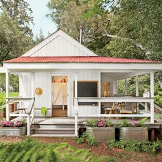 390-square-foot bathhouse cottage
