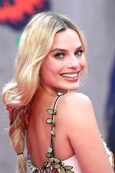 Margot Robbie Pictures, Margot Elise Robbie, Margot Robbie Harley, Margo Robbie, Simple Wedding Hairstyles, Easy Hairstyles, Hairstyle Ideas, Hair Ideas, Gorgeous Hairstyles