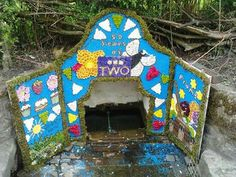 Endon well dressing, small well.