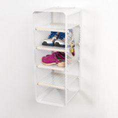 Hold styr på dit fodtøj med stil med Tica Copenhagens nye smarte skostativ. Nu kan du nemt holde styr på dit fodtøj i bryggers eller entre på en pæn måde. Skostativet kan også bruges i køkken og andre rum til at holde orden på sagerne. Bemærk at det kan vende på 2 måder, således at man har en åben front eller omvendt, at man har en lukket front og sætter skoene ind fra siden. Der er 4 flytbare hylder, der kan sættes lige der, hvor man ønsker. Kommer i 3 farver og rummer mindst 5 par…