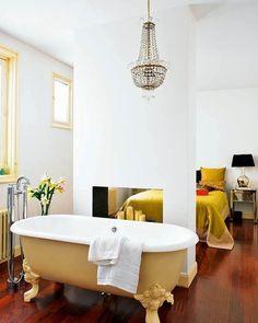 Baño en suite con bañera exenta