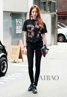Street fashion has developed from the grassroots, not in a style studio. Street fashion is closely linked to the youth and the way in which they decid. K Fashion, Ulzzang Fashion, Korea Fashion, Asian Fashion, Fashion Clothes, Fashion Outfits, Planet Fashion, Fashion Ideas, Asian Street Style