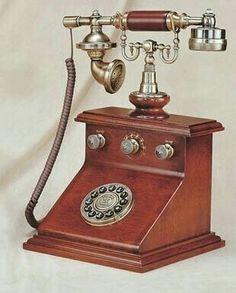 Vintage Phones, Vintage Telephone, Real Phone, Home Phone, Camera Phone, Wooden Crafts, Retro Vintage, Vintage Items, Antique Phone